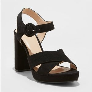 NWT Black Crossband Platforms
